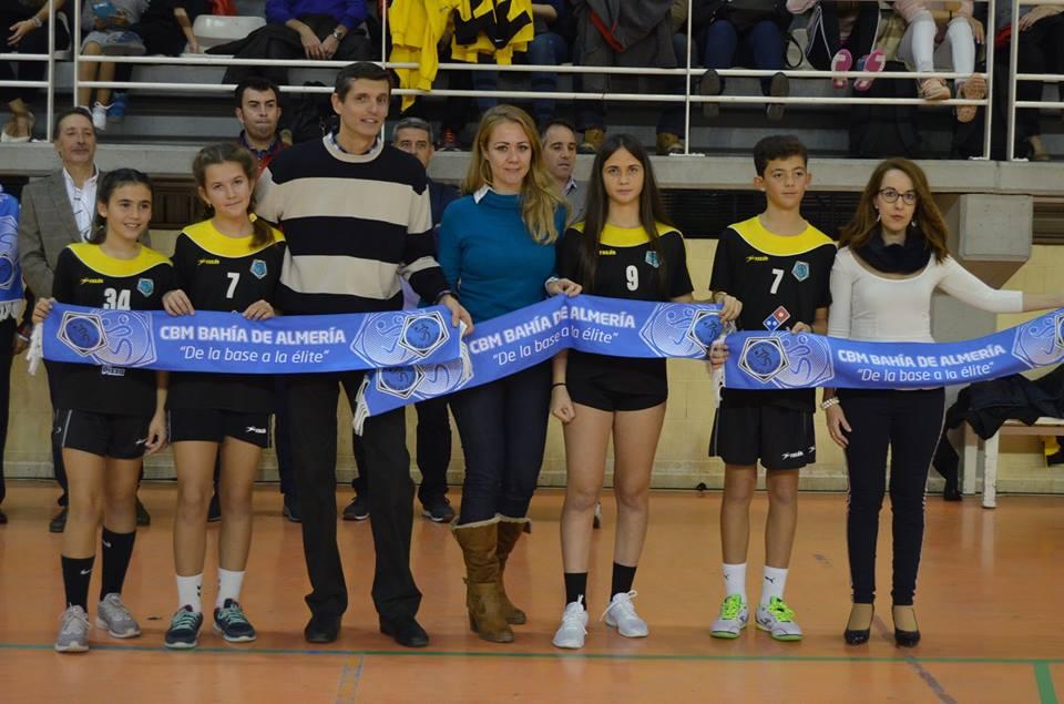 CB Bahia Almeria Entrega La Bufanda Del Club A Fundación Poco Frecuente